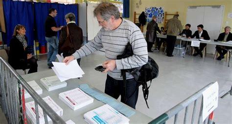 en images un tour dans les bureaux de vote à bayonne