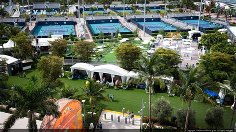 surfacing system transforms miami open synlawn