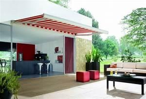 balkon gestalten geniessen sie die sommertage im schatten With französischer balkon mit sonnenschirm rot mit weißen punkten