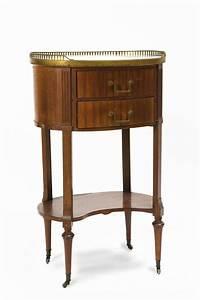 Petit Meuble A Roulette : petit meuble volant sur roulettes de style louis xvi table ~ Teatrodelosmanantiales.com Idées de Décoration