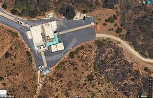 Google Earth UFO spotted at Nasa laboratory | Daily Mail ...