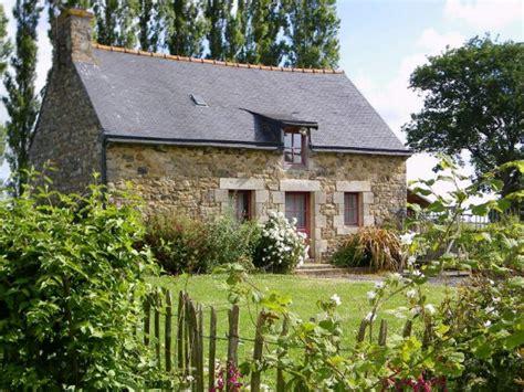 sept petites maisons d h 244 tes dans la prairie bretonne maisonapart