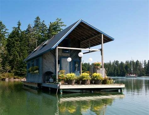 A Tiny 240squarefoot Floating House In Maine