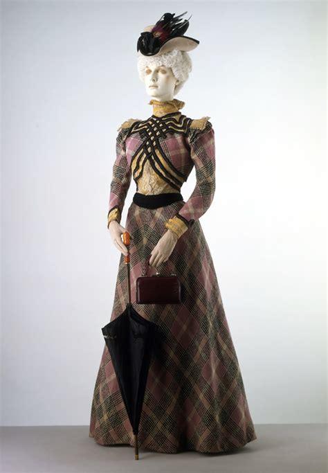victorian fashion visiting  victoria  albert museum