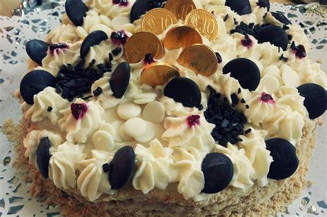 Gardā biskvīta kūka ar pašas vārīto krēmu