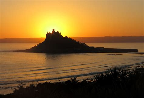 st micheals mount sunset cornwall guide