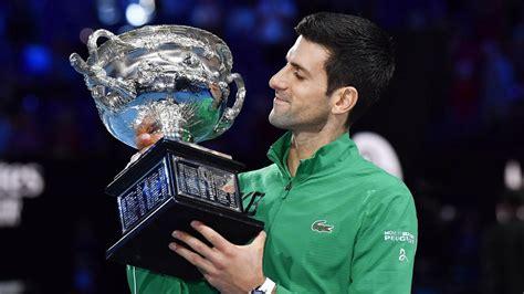 O závěrečný set se oba tenisté přetahovali hodinu a 17 minut a novak djoković v něm dokázal znovu otočit manko tří. Preisgeld bei den Australian Open 2021: Das verdienen die ...