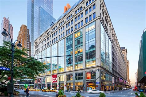 MANHATTAN MALL/100 WEST 33RD STREET | Vornado Realty Trust