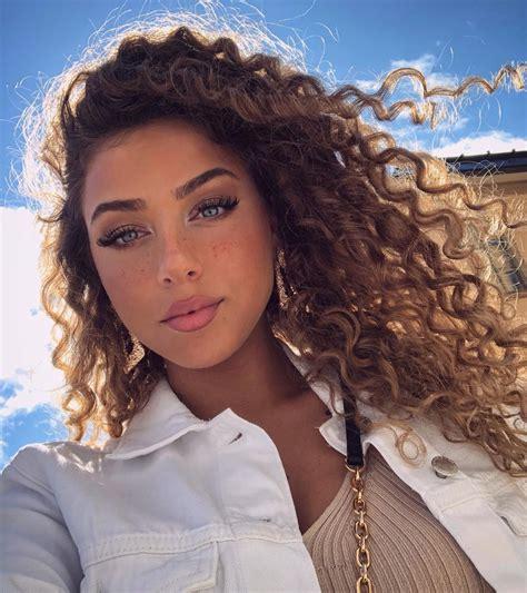 Emelie Battah sur Instagram : 👼🏽 Beautiful curly hair