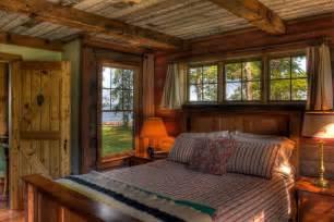 chambre à coucher rustique maison de vacances au charme bucolique au bord d un lac à