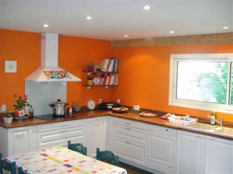 couleur peinture pour cuisine couleur murs cuisine avec meubles blancs excellent