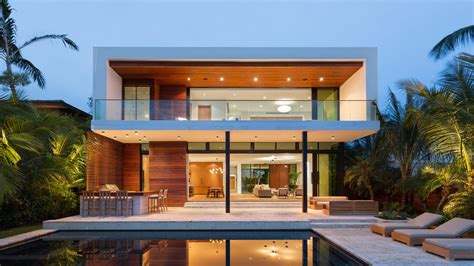 Florida Architect Max Strang Builds Oceanfront Houses for