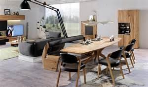 esszimmer mit steintapeten gestalten wie sie ein modernes esszimmer mit holzmöbeln gestalten planungswelten