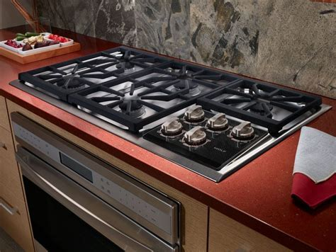 Wolf CT36G 36 Inch Gas Cooktop with 5 Dual Stacked Sealed