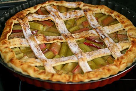 cuisiner de la rhubarbe recette de la tarte à la rhubarbe pratique fr