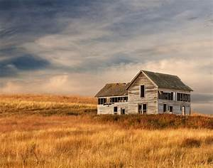 an abandoned prairie house on the palouse in southeastern With barn homes washington state