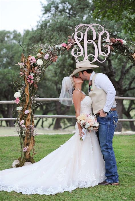 wedding initials letters decor ideas page    puff