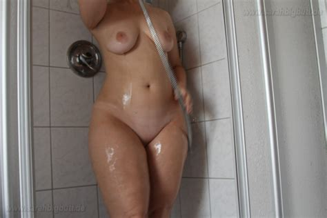 Sarah Big Butt Having A Shower