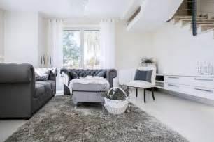 sofa englischer stil wohnzimmer ideen grau weiß möbelideen