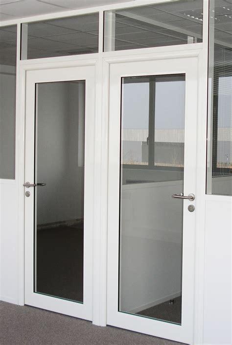 bureau en teck les aménagements portes pour cloisons de bureau espace