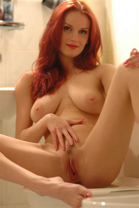 Gorgeous Ginger Milf 12645