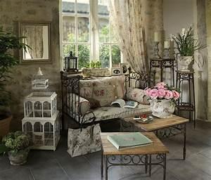 canape en fer forge de chez comptoir de famille avec une With tapis chambre bébé avec canape lit en fer