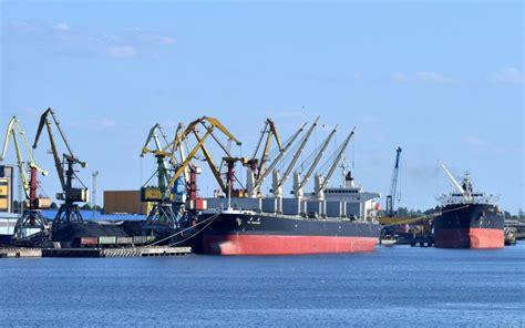 Latvijas ostās kopumā neliels kravu apjoma kritums ...