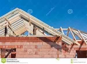 Dachneigung Berechnen Pultdach : casa della costruzione tetto fotografie stock immagine ~ Themetempest.com Abrechnung