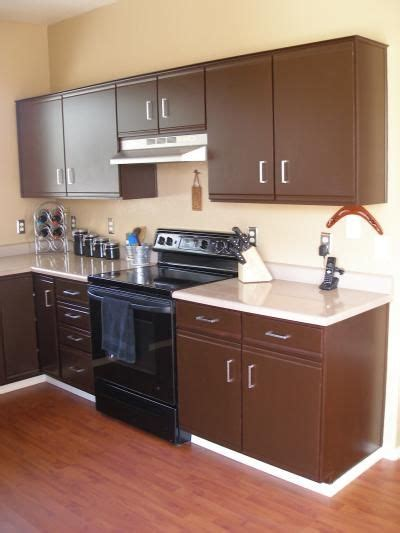 paint veneer kitchen cabinets 1000 ideas about redo laminate cabinets on 3959
