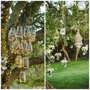 idee deco mariage lanterne de jardin décorer jardin avec de la lumière douce