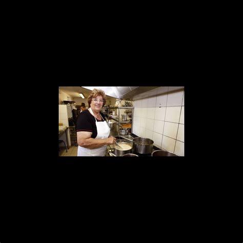 la cuisine des mousquetaires anguille maïté et sa complice micheline de retour en cuisine ce midi puremedias
