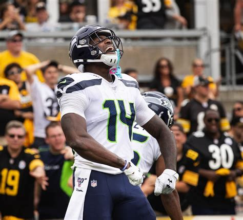 hes  star dk metcalf hauls   touchdown catch