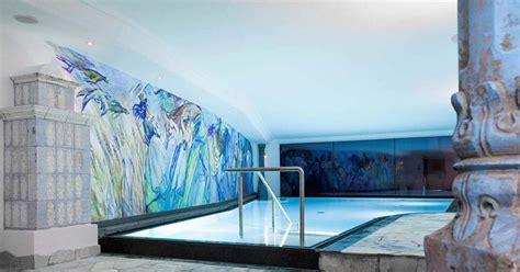 hotel avec piscine interieure chauffee s 233 jour luxe au cœur du tyrol italien dans l h 244 tel rustique minimaliste dorfhotel beludei