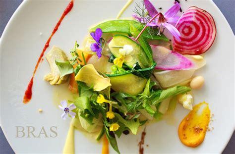 les fleurs comestibles de la table recettes de la table vaisselle jetable