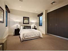 Bedroom Carpeting Ideas by Modern Bedroom Design Idea With Carpet Built In Wardrobe Using Brown Co