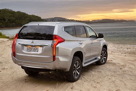 Pajero sport d 4×2 at (máy dầu, 1 cầu): Mitsubishi Pajero Sport - a new look for an old challenger ...