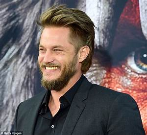 Travis Fimmel admits his sexiness 'never crosses his mind ...