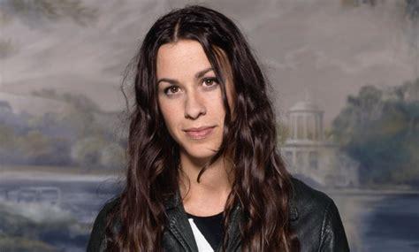 Alanis Morissette announces 25th anniversary 'Jagged ...