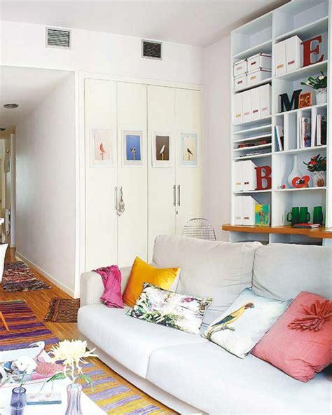 Einrichtung Kleiner Kuechekleine Kueche Mit Eingebauten Schraenke In Der Wand by Kleine Wohnung Einrichten