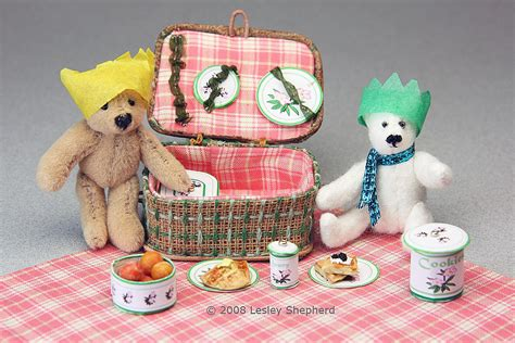 Make A Dolls House Scale Fitted Miniature Picnic Basket