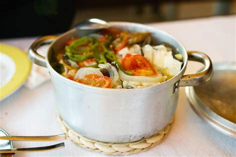 cuisine portugaise en recette de la caldeirada de peixe portugal voyage