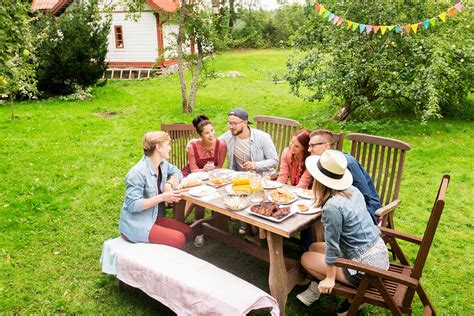 summer picnics how you can host the ultimate summer picnic lee s famous recipe chicken