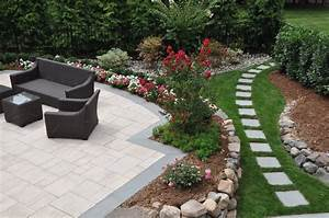 15 beautiful small backyard landscaping ideas borst for Small backyard landscape ideas