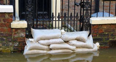 ways  avoid hurricane damage bankratecom