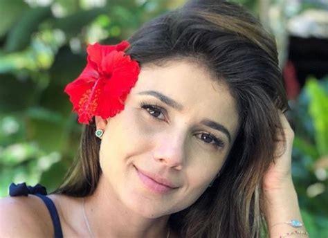 De Flor No Cabelo Paula Fernandes Posa Linda E Garante