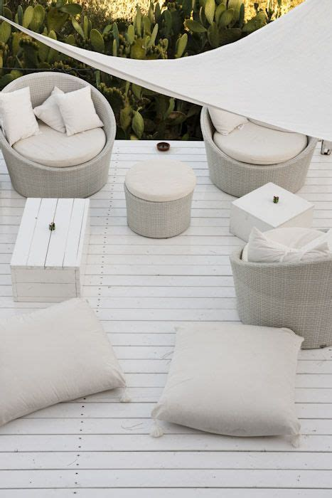 Sedere Aperto by Beautiful All White Seating Area Su Gologone Www