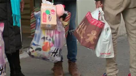 Garden State Mall Thanksgiving by New Jersey S Largest Mall To Open Thanksgiving 6abc