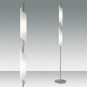 Lampadaire Design Italien : un lampadaire fly apporte du style et du charme au salon ~ Teatrodelosmanantiales.com Idées de Décoration