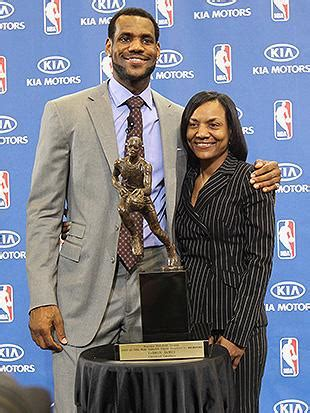 Dec 16, 2019 · lebron james apologizes to his mother for telling her to tone it down during his aau games. LeBron James writes touching essay praising his mom ...