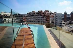 B hotel piscine vue panoramique sur le toit de barcelone for Hotel barcelone avec piscine sur le toit